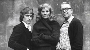 Martin Amis, Elizabeth Jane Howard e Kingsley Amis.